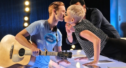 rs_1024x759-180314164712-1024-benjamin-glaze-katy-perry-kiss-american-idol